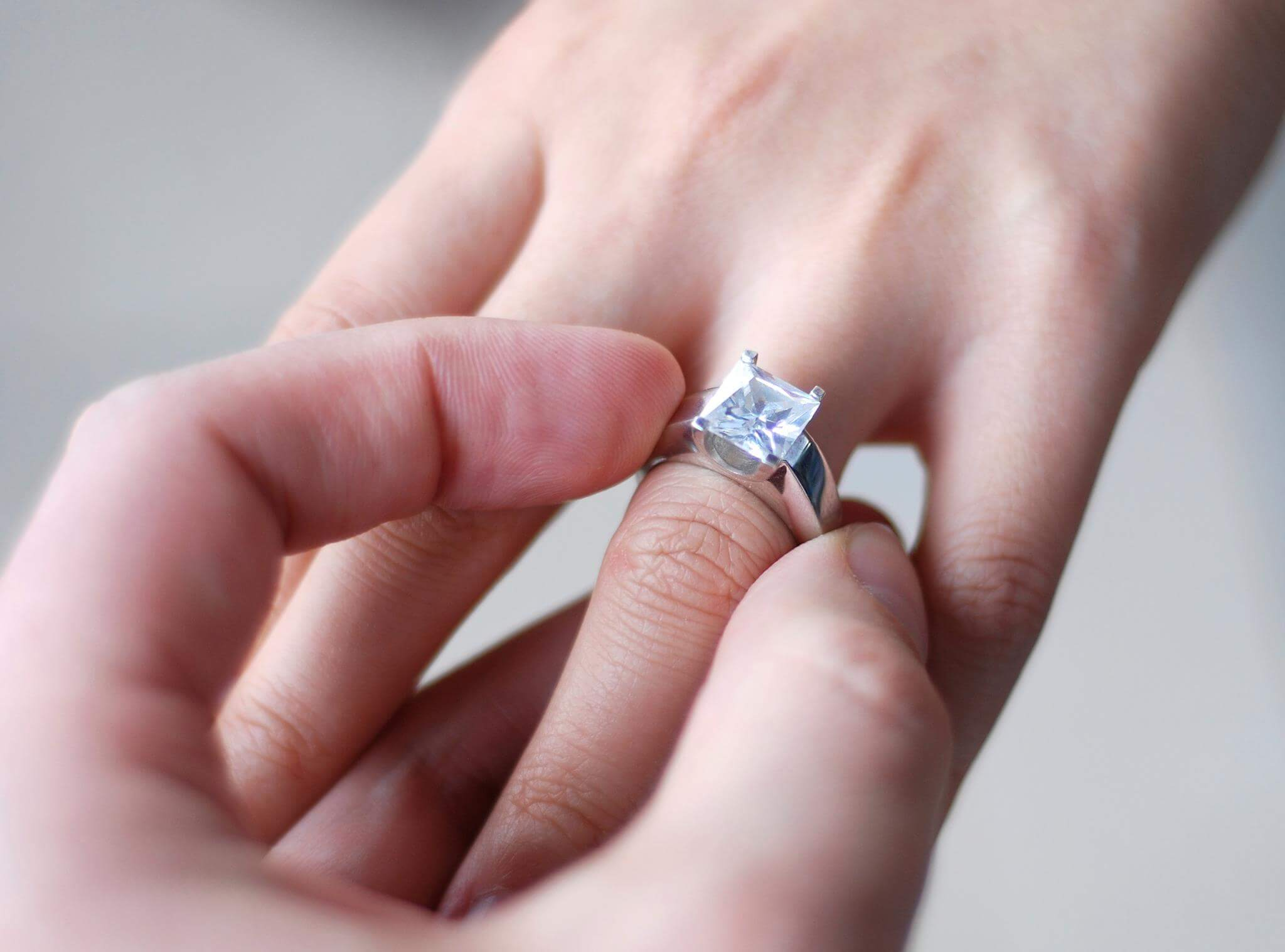 How To Find Your Partners Ring Size Without Them Knowing