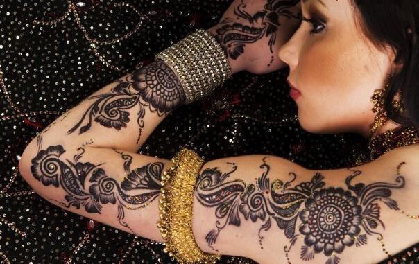 Ayisha Mehandi Designs