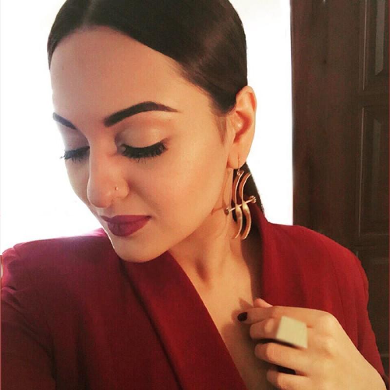 Sonakshi Sinha's Golden Curve Earrings