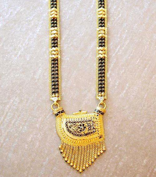 Geometric mangalsutra designs in gold