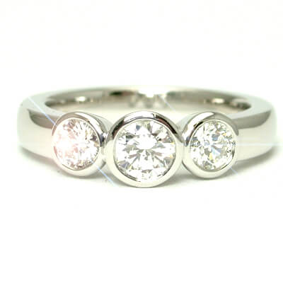 Three stone setting wedding ring
