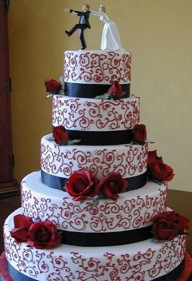 how much wedding cake should i get top five wedding essentials that you should shop 15554