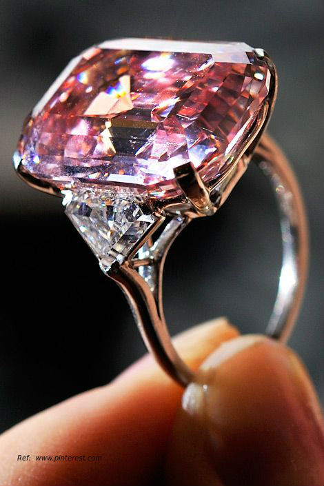 sold events cut news at costly emerald the rings in clear diamond most auction sothebys expensive luxury