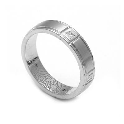 Men Solitaire Ring In Platinum