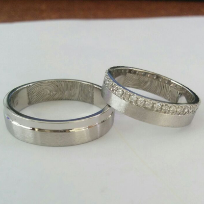 Matte-Finish-Platinum-Diamond-Pair-Ring(1)
