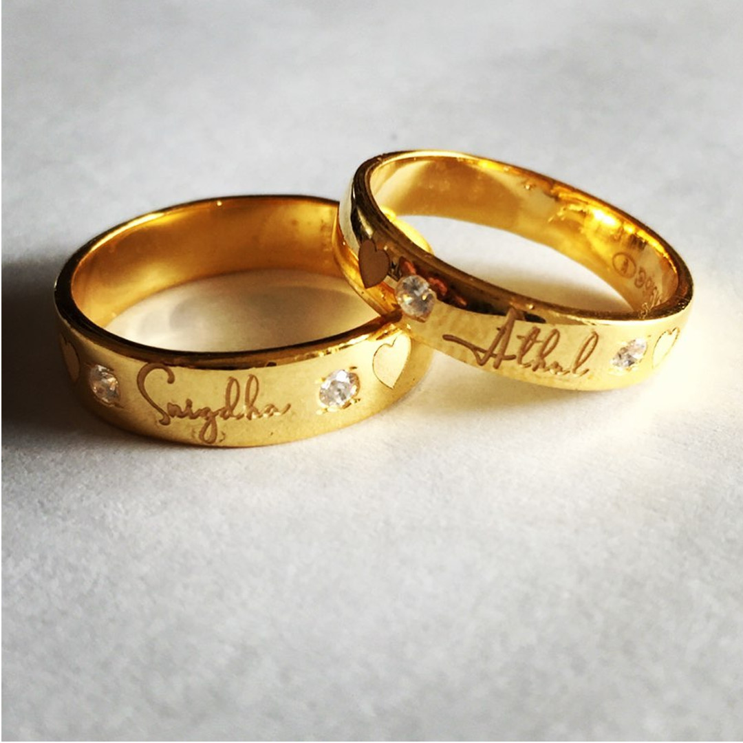 Delightful Name Engraved Couple Bands