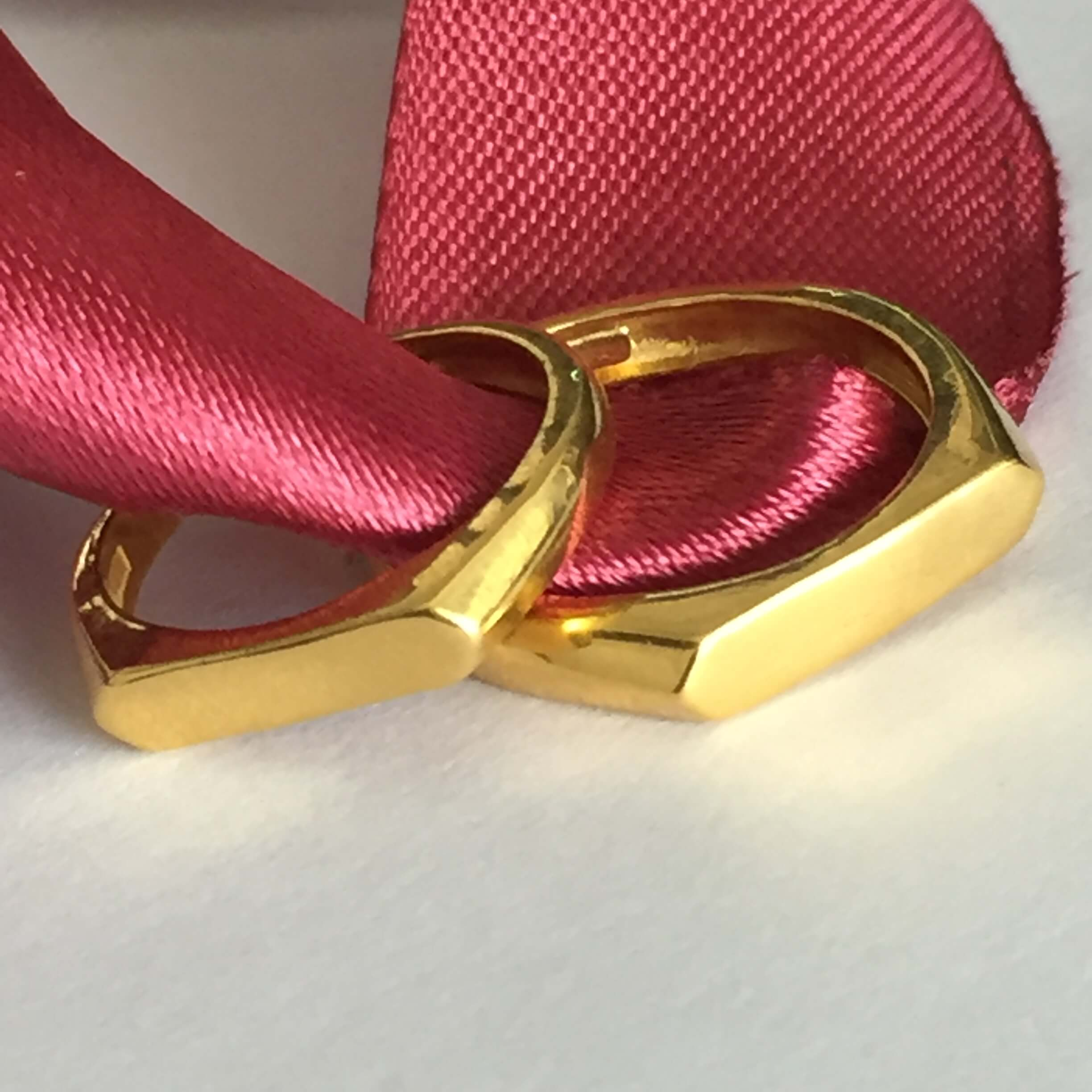 Name-Engraved-Gold-Couple-RIngs